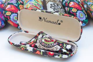 Folk glasses case