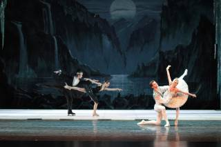Swan Lake. Classics and Ice