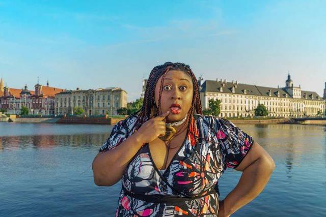 Stand-up Comedy in English: Keelah Rose Calloway