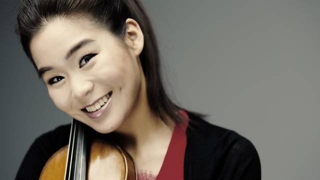 Esther Yoo with the Krakow Philharmonic Orchestra